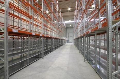 Rozšíření skladovacích ploch pomocí regálů